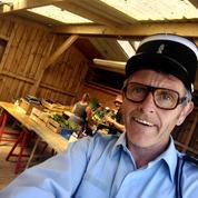 Finistère : un comédien se déguise en gendarme pour dénoncer le couvre-feu