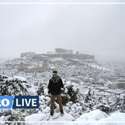 Carte postale : l'Acropole d'Athènes sous la neige