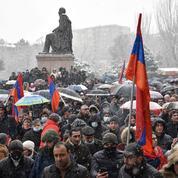 Arménie : des milliers de manifestants exigent la démission du Premier ministre