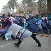 Bangladesh : la police disperse des manifestants et fait des dizaines de blessés