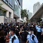 Hong Kong: des centaines de personnes rassemblées en soutien aux opposants inculpés