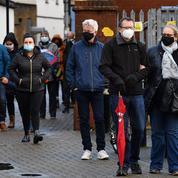 Royaume-Uni : recherche d'une personne arrivée avec le variant brésilien du coronavirus