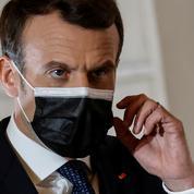 Macron en visite au centre de vaccination de Bobigny, destiné aux seniors les plus précaires
