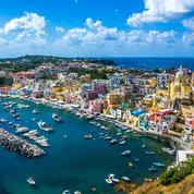 Cap sur Procida, l'île mystérieuse au large de Naples