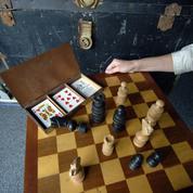 Le dernier fabricant de jeux d'échecs en France relancé par une série Netflix