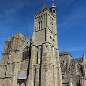 L'écrivain Ken Follett offre 148.000 euros pour restaurer la cathédrale de Dol-de-Bretagne