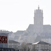 Équipementiers automobiles: manifestation des «Sam» de Decazeville, table ronde à Rodez