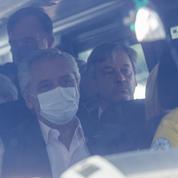 Argentine: le véhicule du président Fernandez cible de jets de pierres