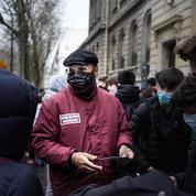 «Tu vas faire quoi avec un couteau ?» : à Paris, des médiateurs pour désamorcer les rixes entre jeunes