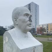 Sarthe : un buste de François Mitterrand vandalisé à coups de marteau près du Mans