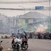 Birmanie : manifestation à Mandalay, au lendemain de la mort de huit personnes