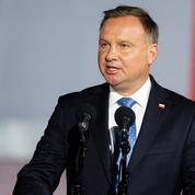 Pologne : un écrivain poursuivi pour avoir traité de «débile» le président Andrzej Duda