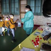 À l'école primaire, les tests salivaires ne font pas l'unanimité