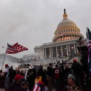 Assaut du Capitole: des policiers attaquent Trump en justice