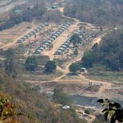 Birmanie : ulcérées par le bain de sang, les factions rebelles tentées de reprendre les armes contre la junte