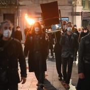 Un spectacle surprise à l'aube à Besançon pour incarner «la mort du théâtre» pendant la pandémie