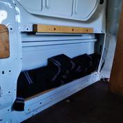 Pyrénées-Orientales : les douaniers découvrent près de 400.000 euros et des chargeurs de pistolet cachés dans 25 chaussettes