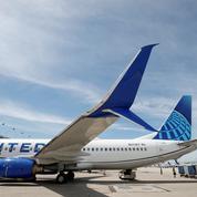 La compagnie United Airlines perd encore de l'argent mais mise sur la vaccination