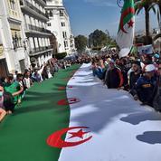 Algérie: des milliers de manifestants face à une répression qui s'accroît