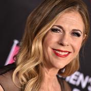 Rita Wilson accuse Scott Rudin de l'avoir menacée de la renvoyer alors qu'elle soignait son cancer