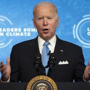 Joe Biden augmente le salaire minimum pour les contractuels du gouvernement