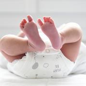 Loire : un bébé d'un an survit après une chute du cinquième étage