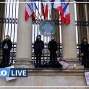 Des militantes d'Extinction Rebellion s'enchaînent à l'Assemblée nationale pour protester contre la loi climat