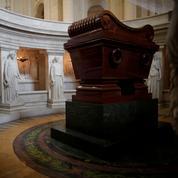 Un squelette de cheval en plastique sur le tombeau de Napoléon : «une idée grotesque et irrespectueuse»
