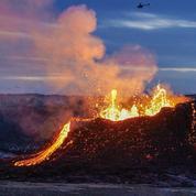 Islande : observez en direct la lave jaillir du volcan Fagradalsfjall