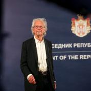 Le président serbe décore le Prix Nobel de littérature controversé Peter Handke