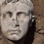 Une tête en marbre de l'empereur Auguste découverte dans le Molise
