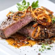 Macron appelle à «défendre la viande française partout», y compris au restaurant