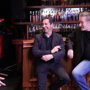 Eddy Mitchell et Laurent Gerra dans un livestream, façon cabaret à la maison