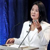 Pérou: Fujimori brandit une pierre en plein débat présidentiel