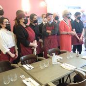 Réouverture : un premier service plein d'émotion pour les employés porteurs de handicap du restaurant La Belle Étincelle
