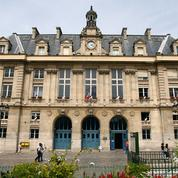 Paris : la mairie du 13e d'arrondissement envahie par les agents de la propreté