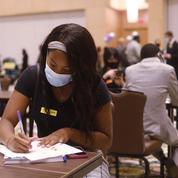 Aux États-Unis, les inscriptions au chômage continuent de reculer