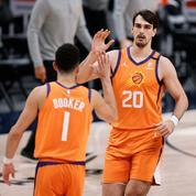 NBA: les Suns irradient les Nuggets, les Sixers matent les Hawks en play-offs