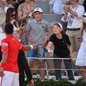 Novak Djokovic rend fou de joie un jeune supporter