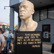 New York: la statue de George Floyd taguée, un groupuscule d'extrême droite soupçonné