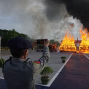 La Birmanie brûle pour un demi-milliard de dollars de drogue
