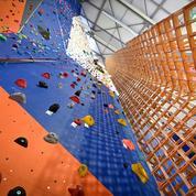 Mulhouse : quatre scouts construisent la plus haute tour de Kapla du monde, à plus de 18 mètres de haut