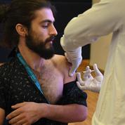 Pakistan: des paramilitaires suspendus pour avoir refusé de se faire vacciner contre le Covid-19