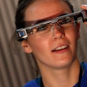Un couple espagnol crée des lunettes high-tech pour permettre à leur fils de voir
