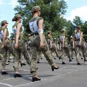 Ukraine : un défilé de femmes militaires en talons fait polémique