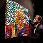 Pixel art hors de prix : un portrait du Dalaï-Lama composé de Rubik's Cubes vendu 450.000 euros