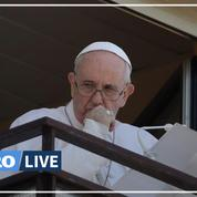 Le pape François salue les fidèles depuis son balcon d'hôpital