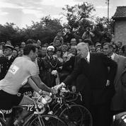 De Gaulle, Mitterrand, Chirac ... Les échappées en solitaire des présidents de la République sur le Tour de France