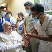 Le pape François a quitté l'hôpital après son opération
