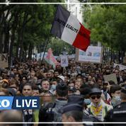 Covid-19 : des milliers de manifestants dans la rue contre le passe sanitaire